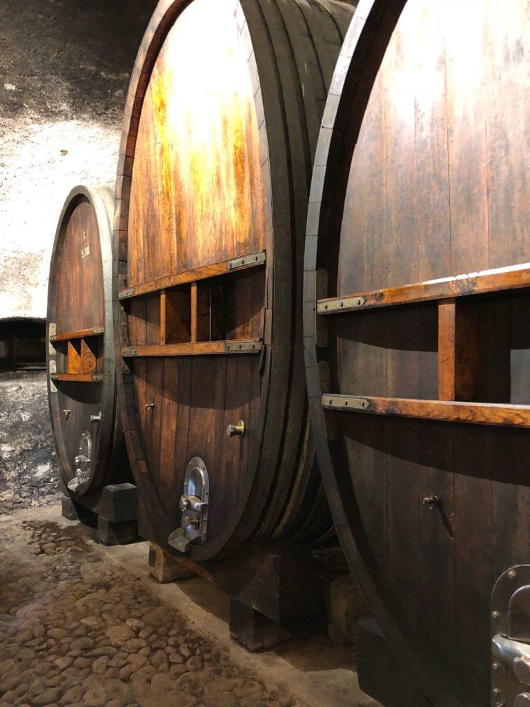 Tonneaux vins chateau vullierens 768x1024 - Dégustation des vins du domaine possible dans les caves historiques du Château!