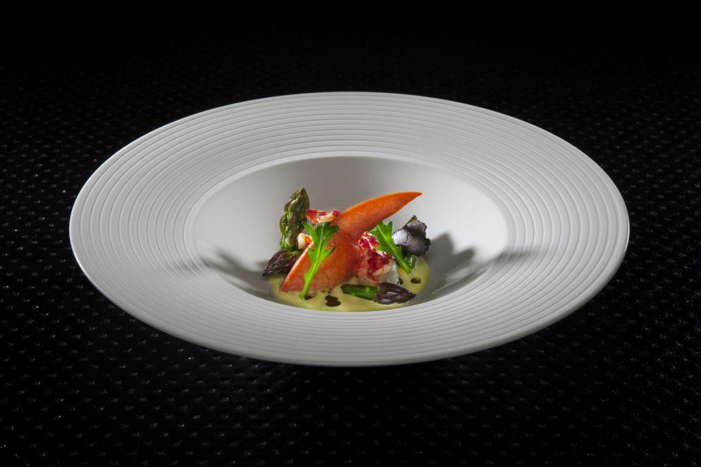photo plats homard pattes bleues asperges truffes id 2055 1024x683 - Goûter à l'excellence du service traiteur Beau Rivage (Genève)