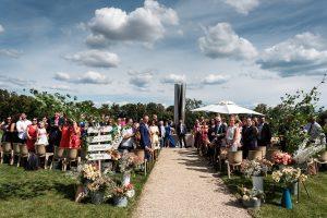 Allée de cérémonie sur notre terrasse des Iris. Photographe : TLOOK