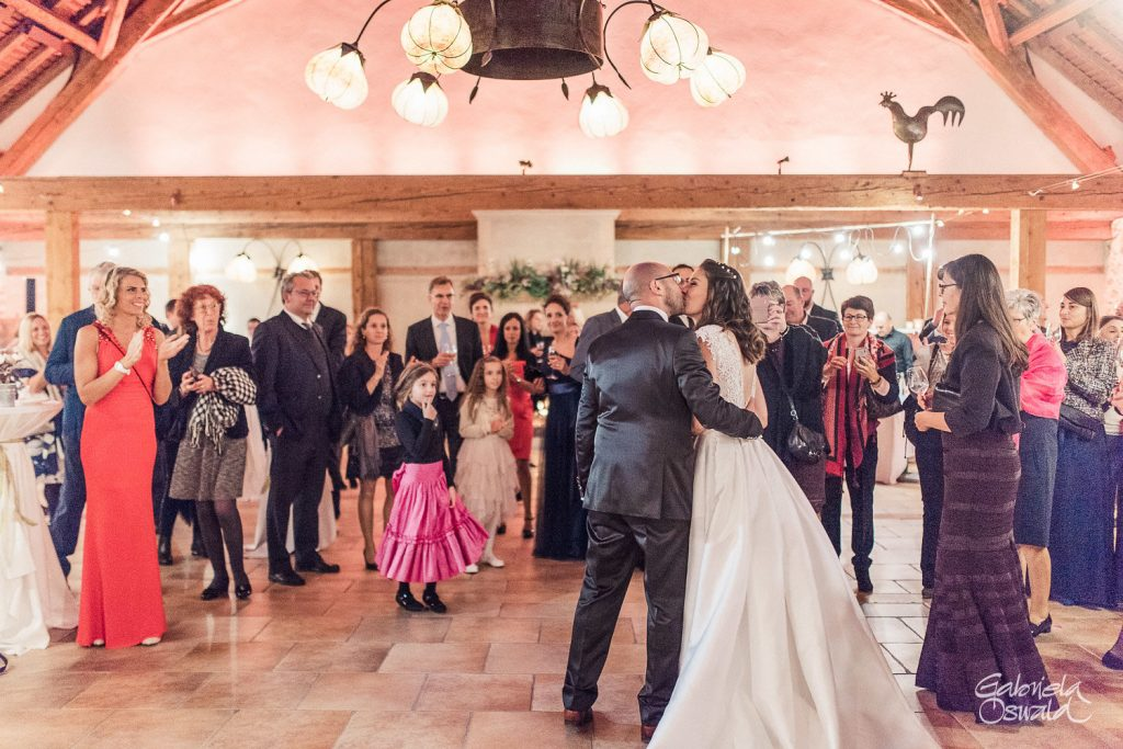 gabrielaoswald photography mariage porte des iris automne hiver 61 1024x683 - What is the ideal setting of Dorianna room for your wedding?