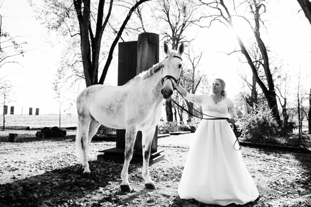 portes des iris mariage 1 1 1024x683 - Des dizaines de spots photos originaux<p>en exclusivité au Domaine du Château de Vullierens</p>