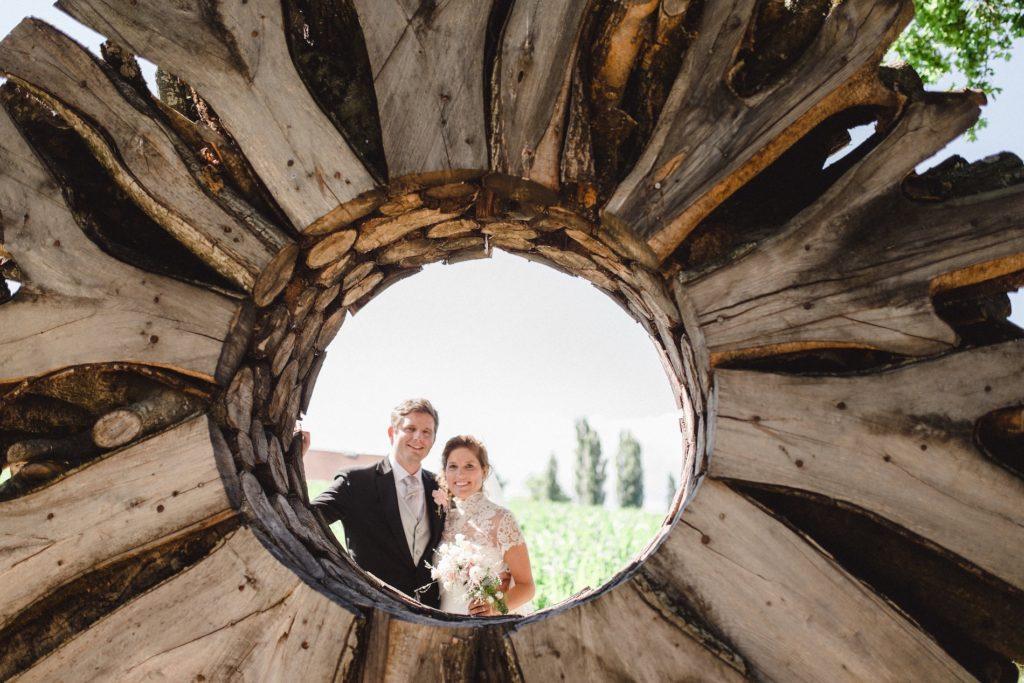 portes des iris mariage 2 1 1024x683 - Des dizaines de spots photos originaux<p>en exclusivité au Domaine du Château de Vullierens</p>