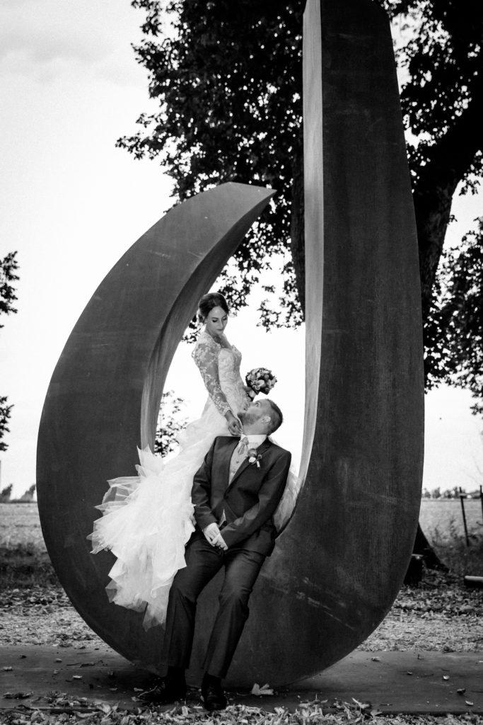 portes des iris mariage 4 683x1024 - Des dizaines de spots photos originaux<p>en exclusivité au Domaine du Château de Vullierens</p>