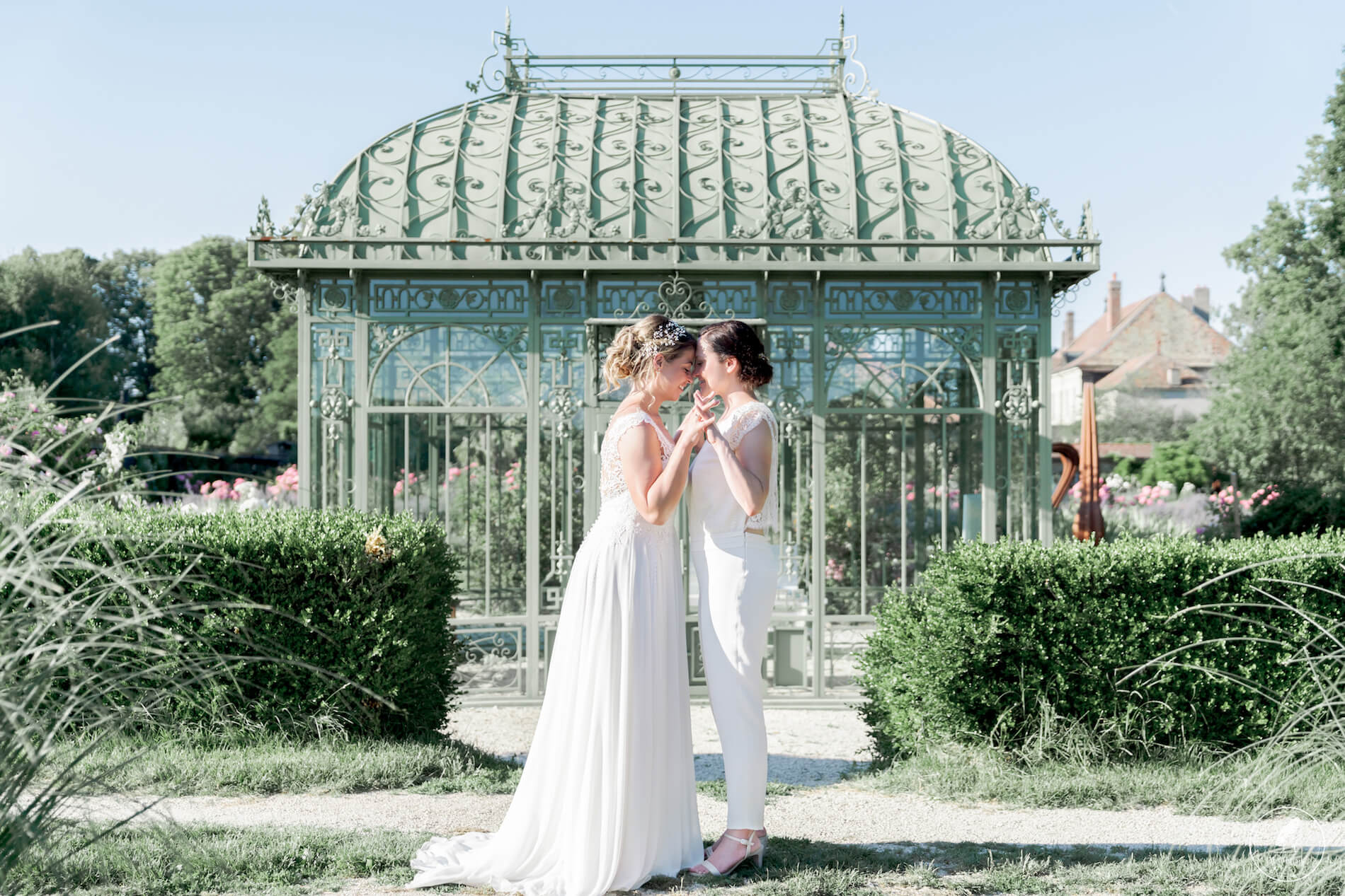 JS 29.06.19 Duofilms099 - Robe traditionnelle ou bohème? Smoking ou sexy? A votre image ou pour plaire au futur marié ou à la future mariée?
