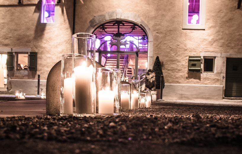 portes-des-iris-mariage-hiver-illumination-cour.jpeg