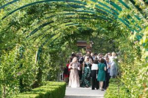 portes des iris garden party3 300x200 - Garden Party au coeur des jardins les plus spectaculaires de Suisse