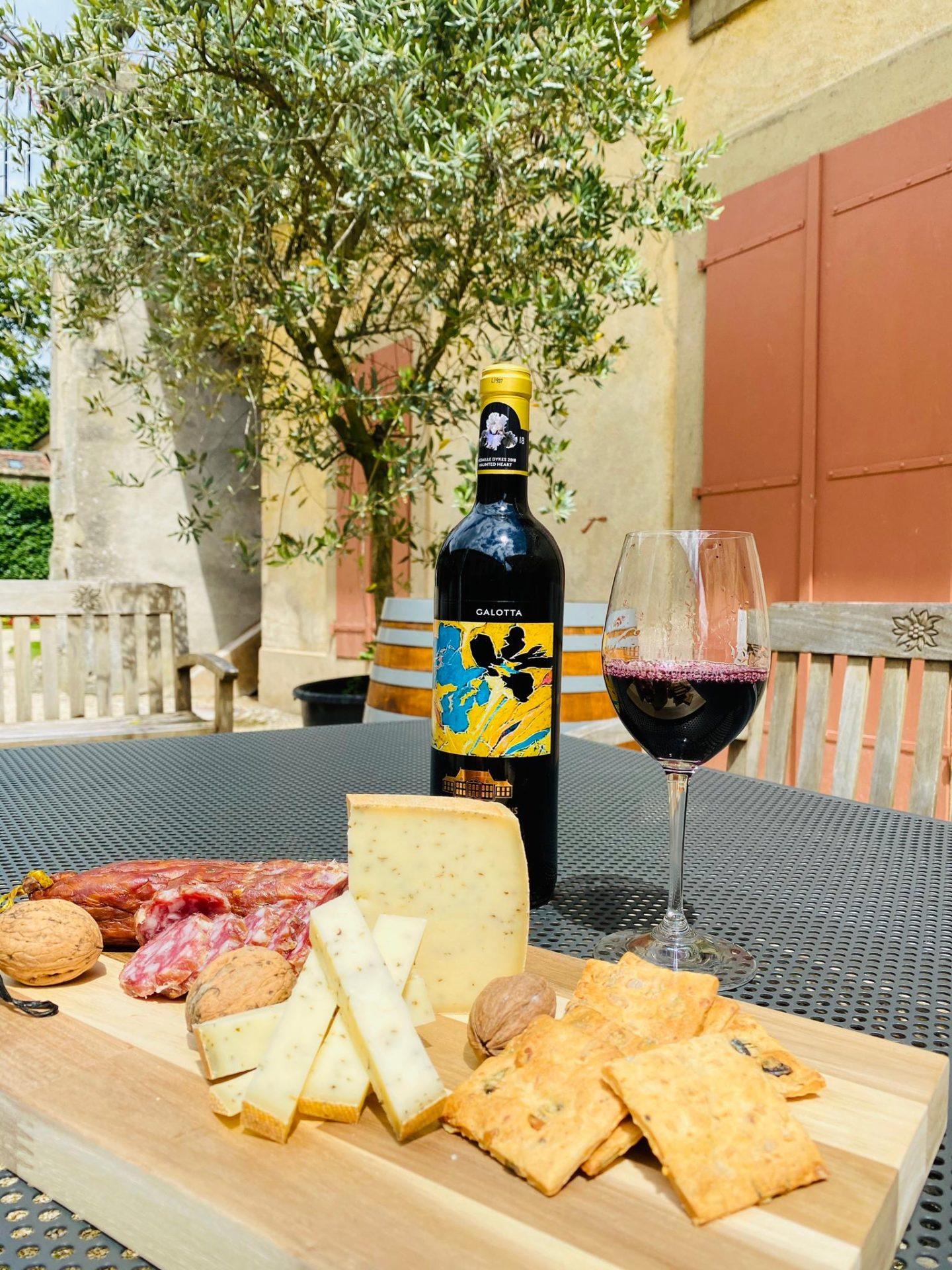 IMG 7222 scaled - Dégustation des vins du domaine possible dans les caves historiques du Château!
