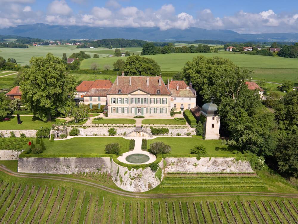 portes des iris chateau de vullierens - La mission de faire du Domaine du Château de Vullierens un lieu incontournable pour les amateurs de jardins et d'art ainsi que pour l'organisation d'événements