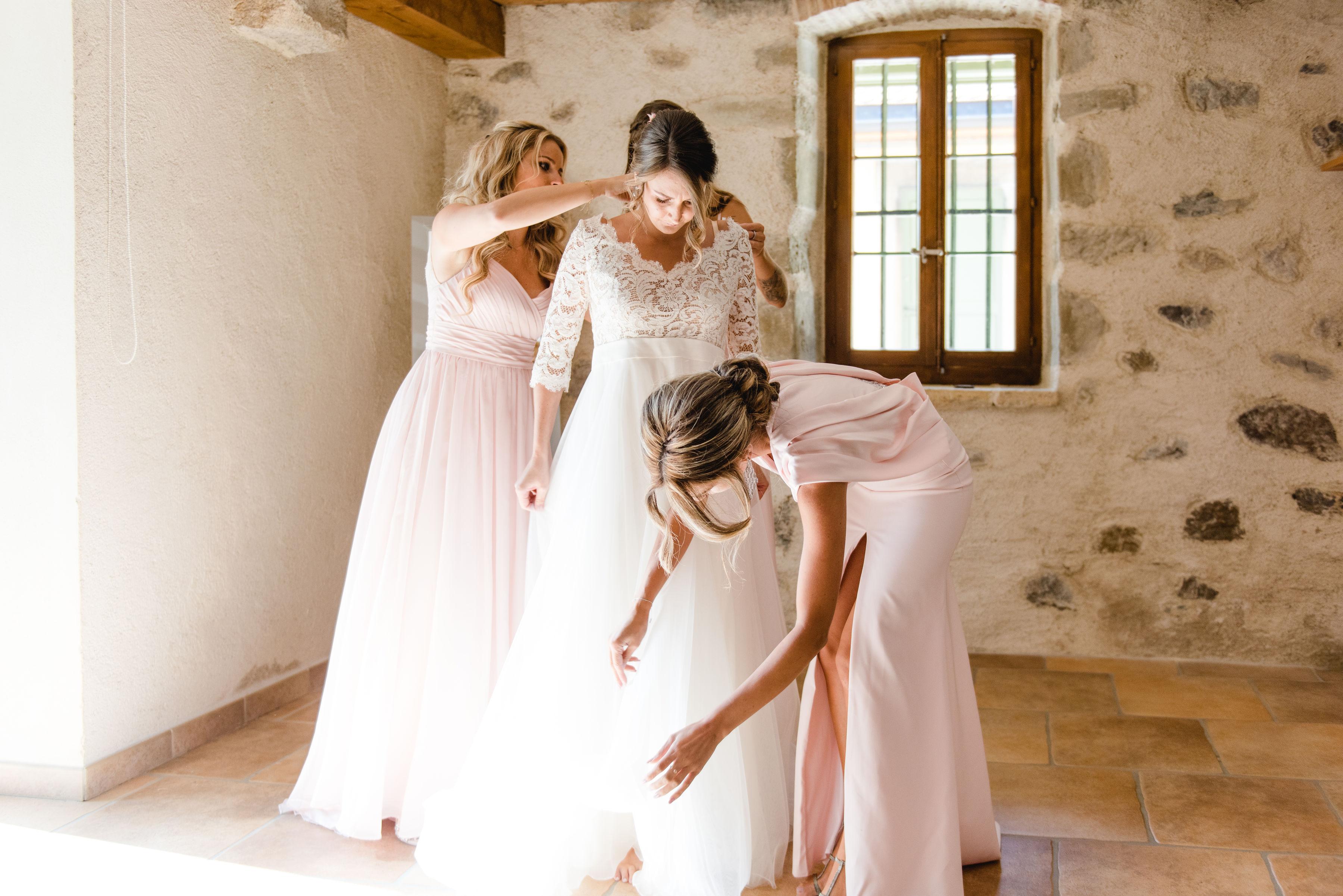 portes des iris mariage diana - Robe traditionnelle ou bohème? Smoking ou sexy? A votre image ou pour plaire au futur marié ou à la future mariée?