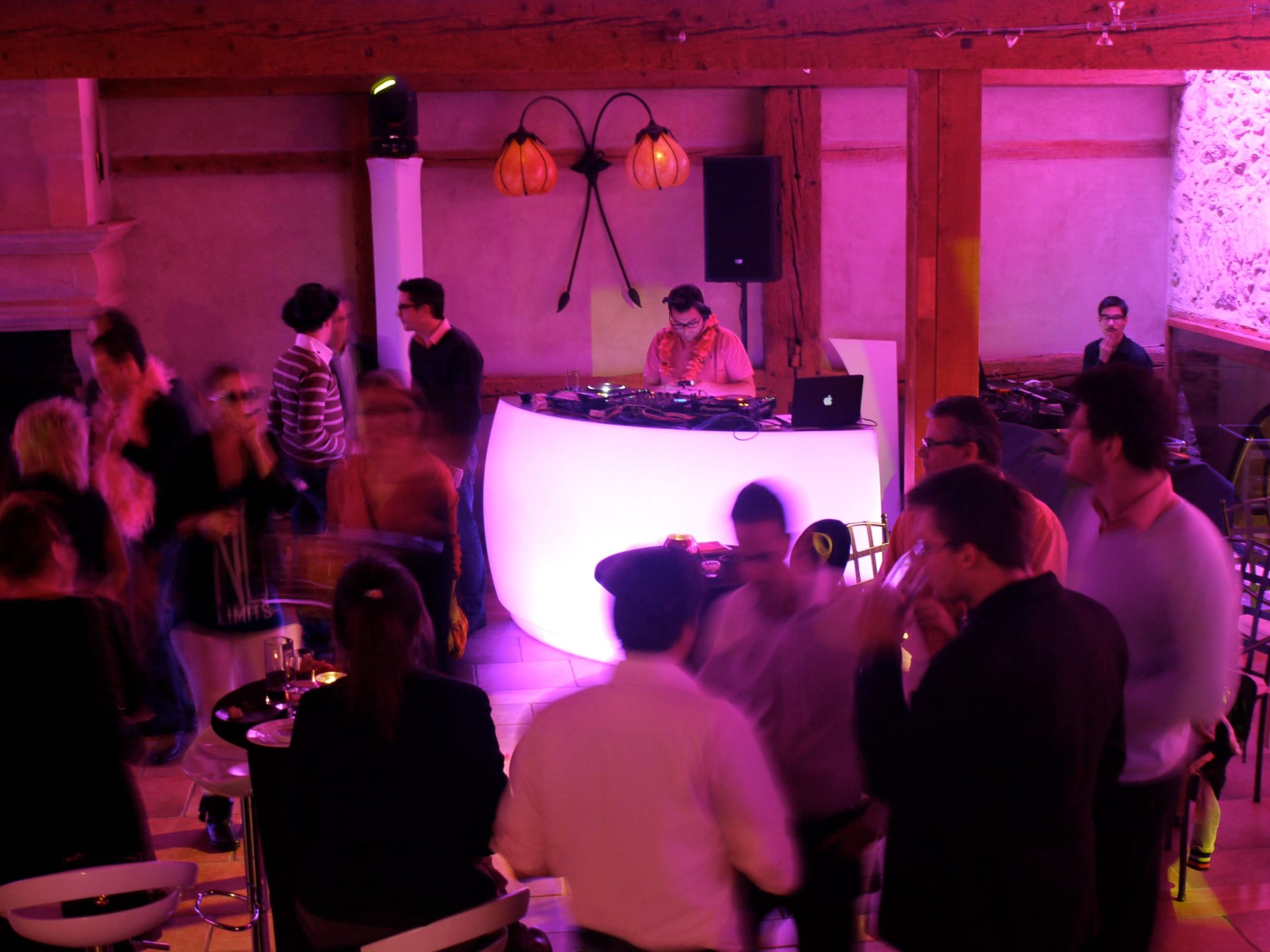 portes des iris 08DJ musique danse scaled - The success of an event often lies in the choice of the DJ!