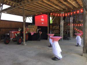 portes des iris hangar05 1 300x225 - Notre ancien hangar à foin - un atout de taille pour votre événement
