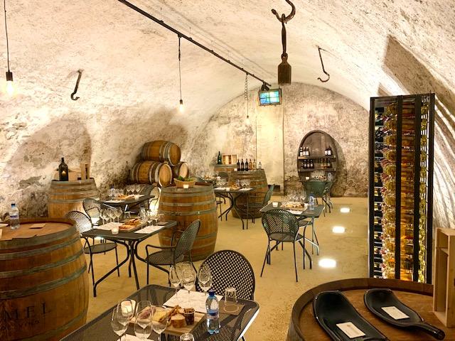 portes des iris cave vin - Organiser un événement en période post-confinement. Nos réflexions de professionnels de l'événementiel et nos tips.
