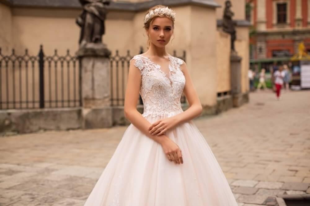 portes des iris robes de mariee for ever 1 - Robe traditionnelle ou bohème? Smoking ou sexy? A votre image ou pour plaire au futur marié ou à la future mariée?