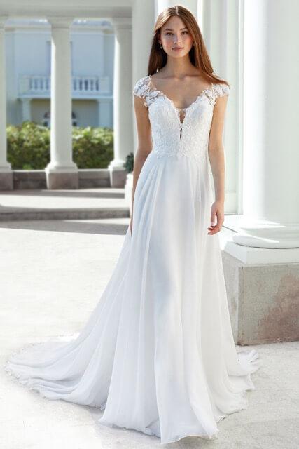 portes des iris robes de mariee for ever 4 - Robe traditionnelle ou bohème? Smoking ou sexy? A votre image ou pour plaire au futur marié ou à la future mariée?