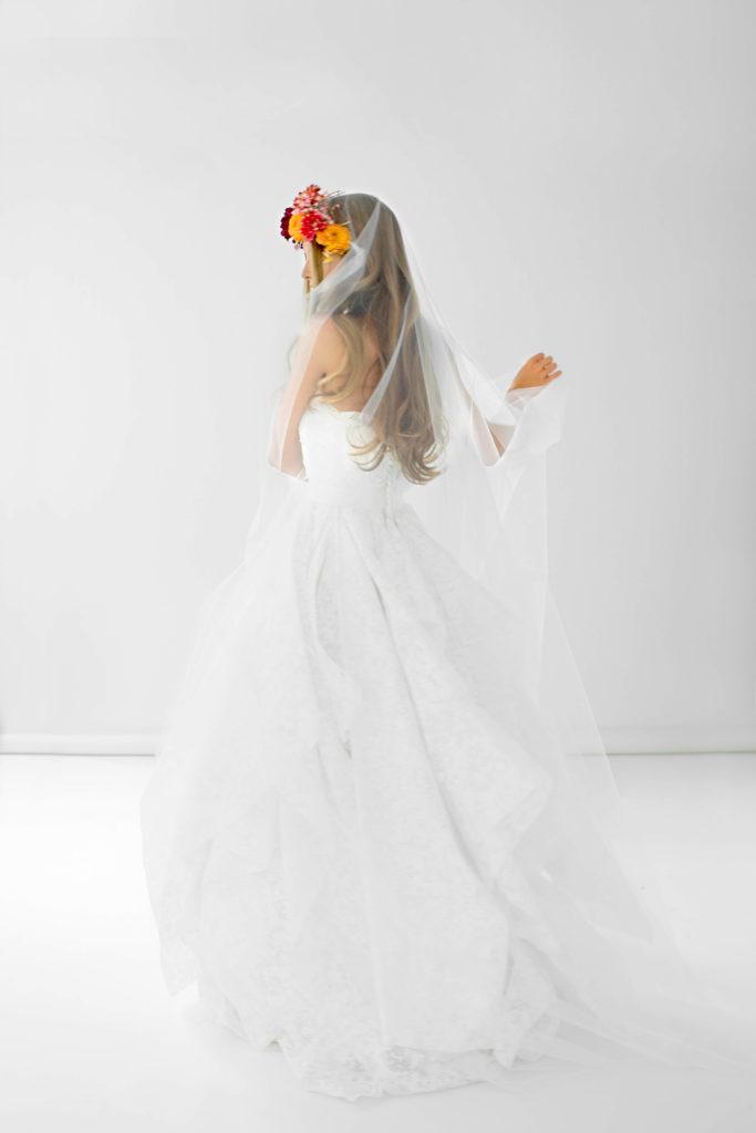portes des iris robes de mariee gueule d ange 04 683x1024 - Robe traditionnelle ou bohème? Smoking ou sexy? A votre image ou pour plaire au futur marié ou à la future mariée?