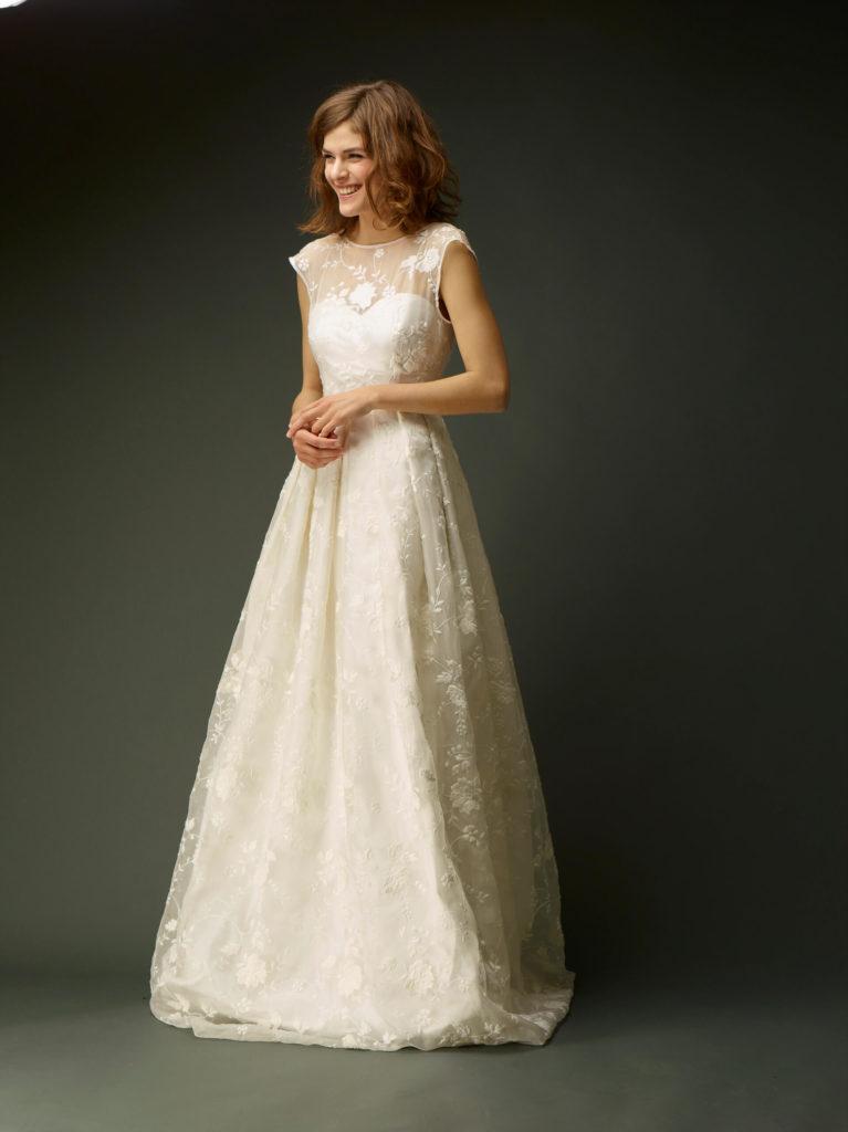 portes des iris robes de mariee gueule d ange 09 767x1024 - Robe traditionnelle ou bohème? Smoking ou sexy? A votre image ou pour plaire au futur marié ou à la future mariée?