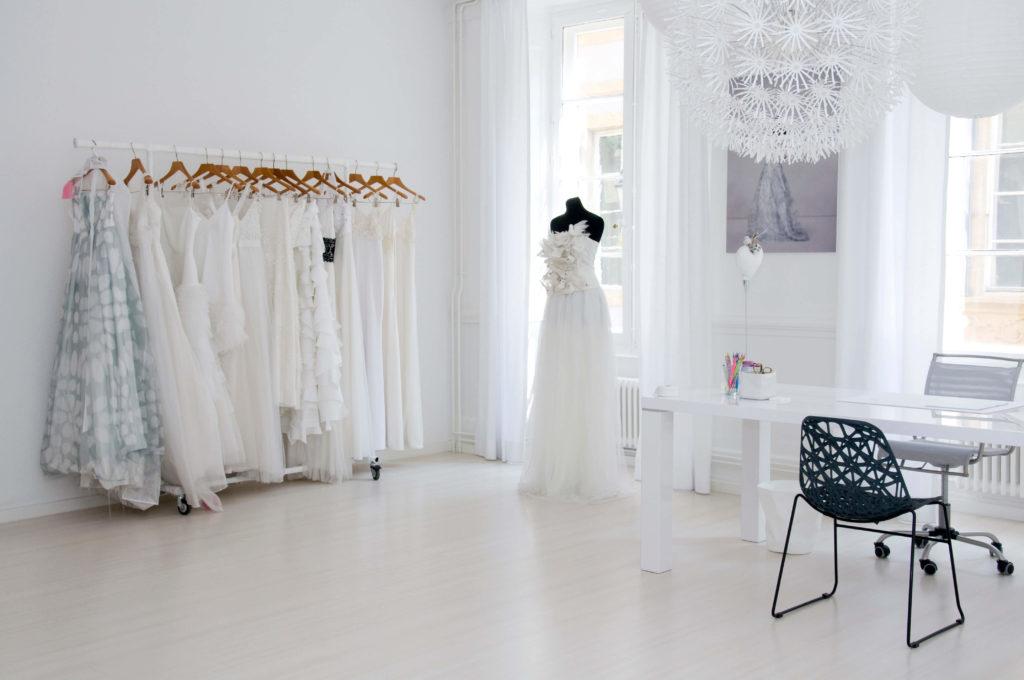 portes des iris robes de mariee gueule d ange 11 1024x680 - Robe traditionnelle ou bohème? Smoking ou sexy? A votre image ou pour plaire au futur marié ou à la future mariée?