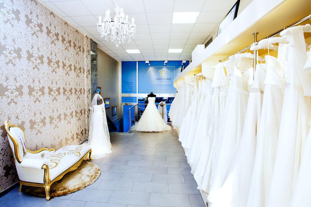 portes des iris robes de mariee belle en blanc 2 - Robe traditionnelle ou bohème? Smoking ou sexy? A votre image ou pour plaire au futur marié ou à la future mariée?