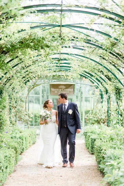 portes des iris robes de mariee belle en blanc 3 - Robe traditionnelle ou bohème? Smoking ou sexy? A votre image ou pour plaire au futur marié ou à la future mariée?
