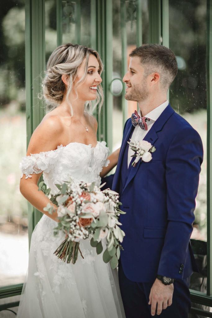 portes des iris robes de mariee belle en blanc 5 683x1024 - Robe traditionnelle ou bohème? Smoking ou sexy? A votre image ou pour plaire au futur marié ou à la future mariée?