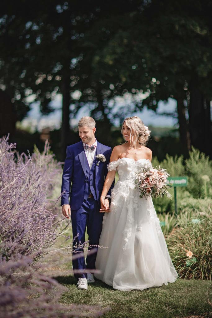 portes des iris robes de mariee belle en blanc 6 683x1024 - Robe traditionnelle ou bohème? Smoking ou sexy? A votre image ou pour plaire au futur marié ou à la future mariée?