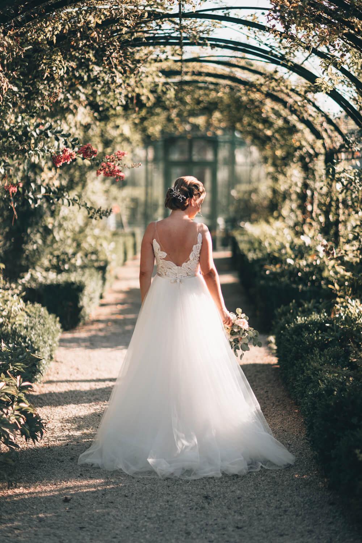 portes des iris robes de mariee with love boutique 11 - Robe traditionnelle ou bohème? Smoking ou sexy? A votre image ou pour plaire au futur marié ou à la future mariée?