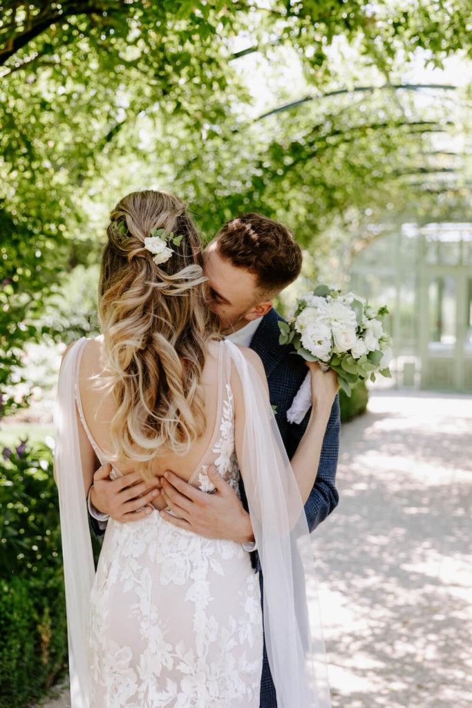 portes des iris robes de mariee with love boutique 13 683x1024 - Robe traditionnelle ou bohème? Smoking ou sexy? A votre image ou pour plaire au futur marié ou à la future mariée?