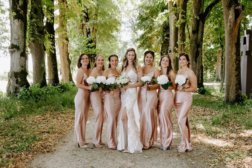 portes des iris robes de mariee with love boutique 14 - Robe traditionnelle ou bohème? Smoking ou sexy? A votre image ou pour plaire au futur marié ou à la future mariée?
