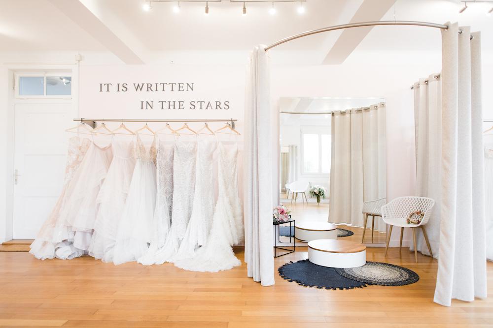 portes des iris robes de mariee with love boutique 5 - Robe traditionnelle ou bohème? Smoking ou sexy? A votre image ou pour plaire au futur marié ou à la future mariée?
