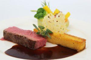Contre filet de boeuf Angus lingot de polenta et sa chis de Parmesan colrave Belle Maraichere 2 1 300x200 - Traiteurs exclusifs